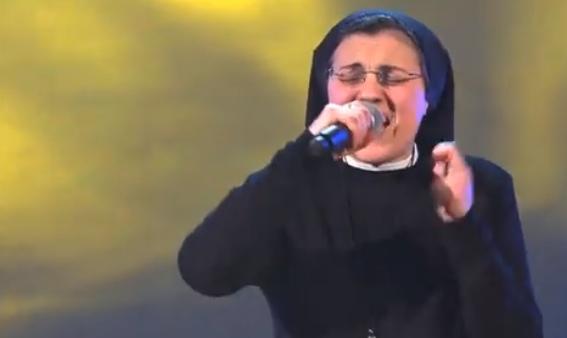 圧倒的な歌唱力修道女クリスティーナ